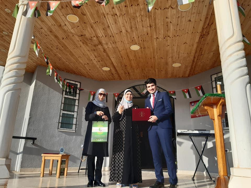 """مدرسة الملك عبدالله الثاني للتمّيز في إربد تُكرِم طلبتها الأوائل """"بالتوجيهي""""/ صور"""